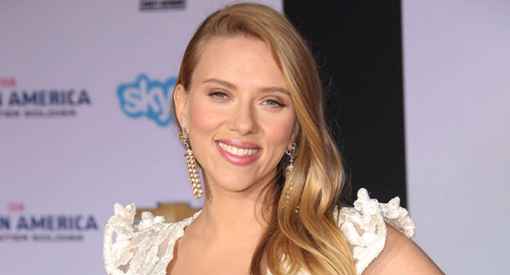 Scarlett Johansson designs T-shirt for a cause