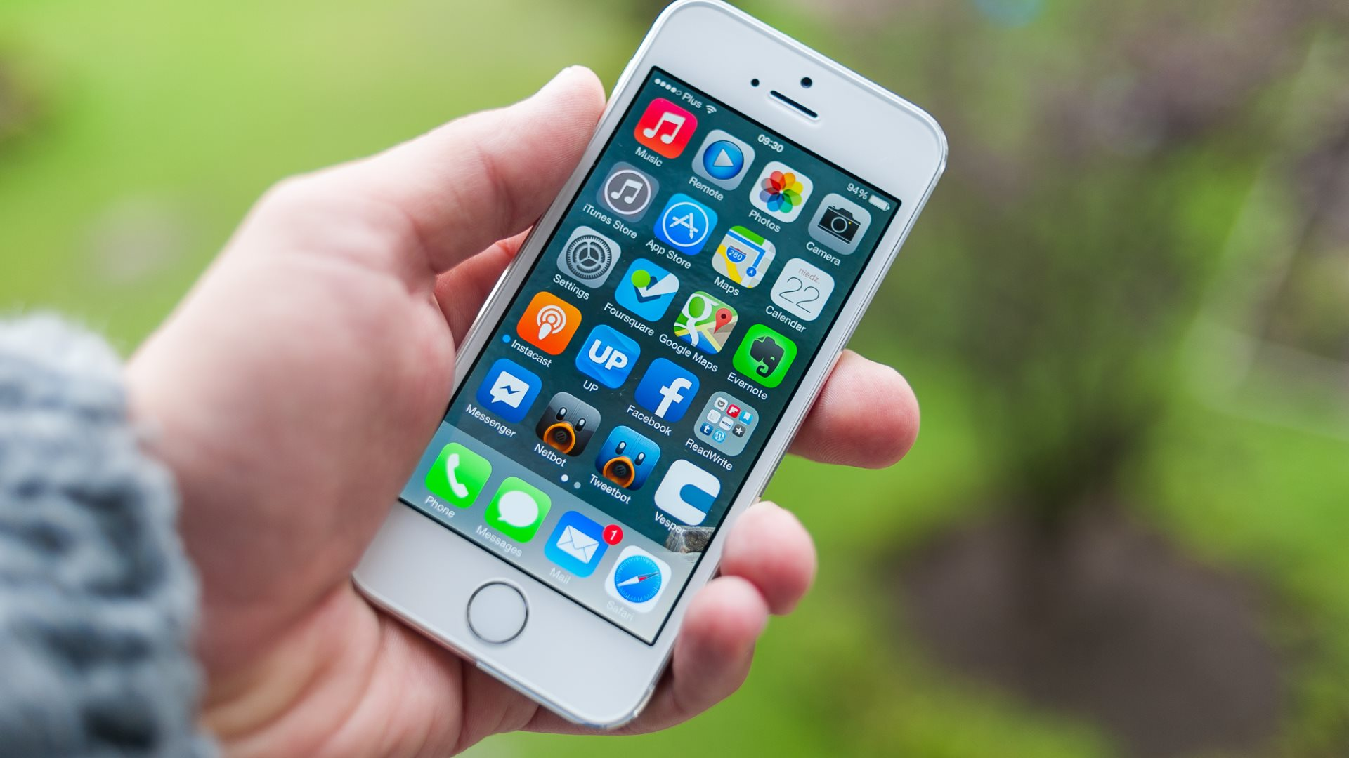 iPhone 6 Big Screen Size Issue Resolved by Japanese Invention Giant Thumb