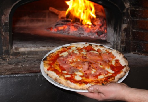 Why An Outdoor Wood Fired Pizza Oven Is A Green Option