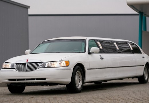 Hire A Limo – Signing Luxury For Your Vehicle