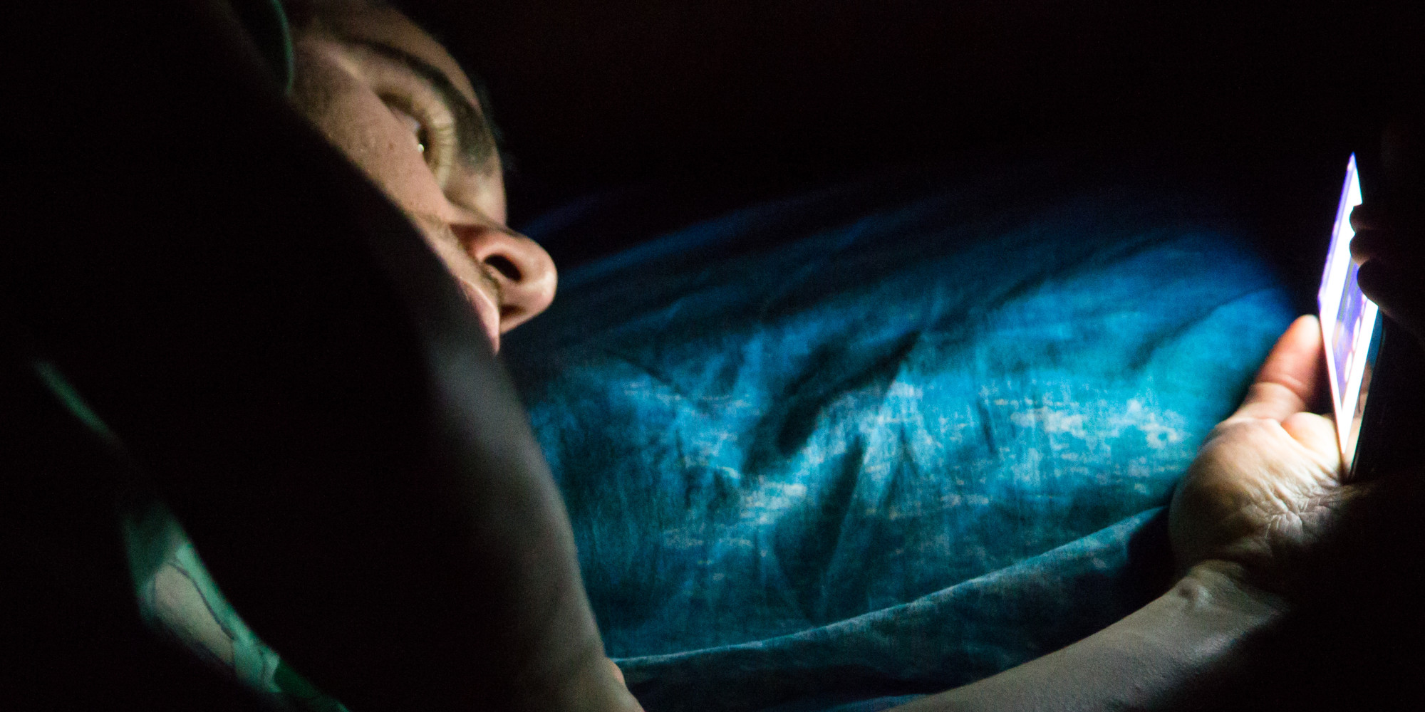 Read On Your Smartphone Before Sleeping Might Be Killing You Slowly