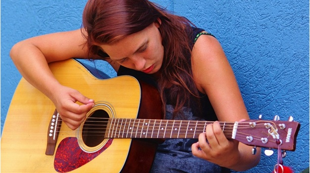 Help Your Kid Learn Guitar: A Comprehensive Guide
