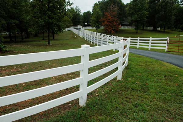How Much Does A Vinyl Fence Cost?