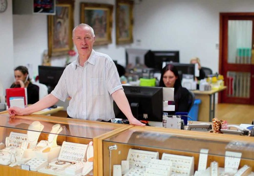 How To Become A Wholesale Jewelry Dealer
