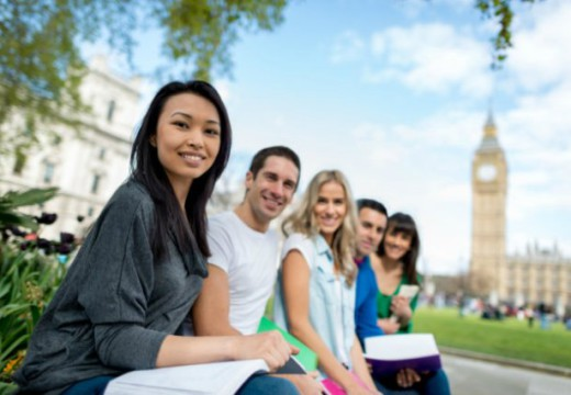 5 Benefits Of Studying Abroad In College