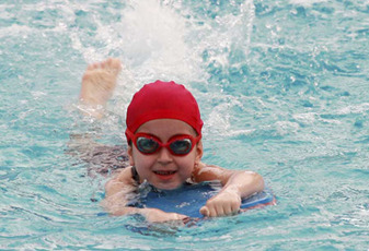 Top 4 Reasons Why Your Child Must Learn To Swim