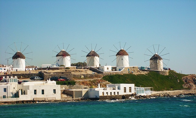 Which Is The Best Greek Island? Santorini or Mykonos.