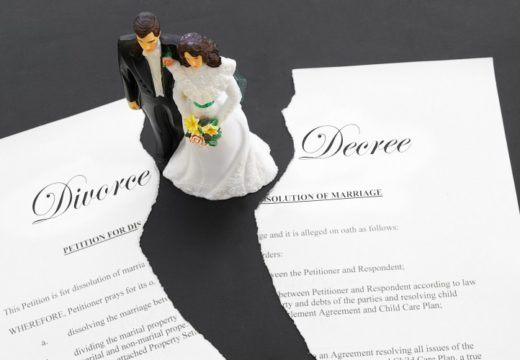 Divorce Attorney- Offering Legal Advice and Support