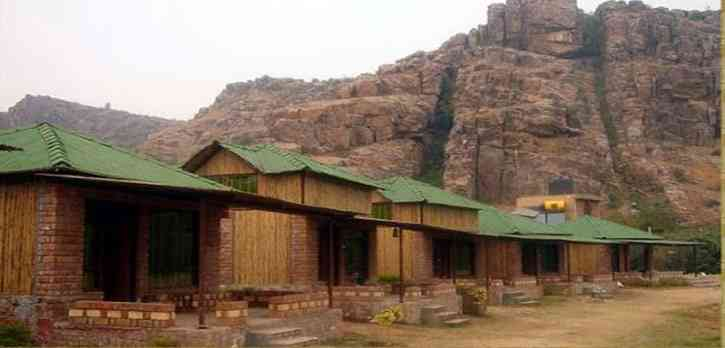 Camping in Dhauj